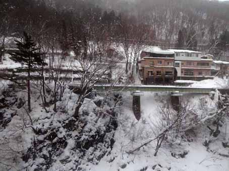 06翌日は朝から吹雪.jpg